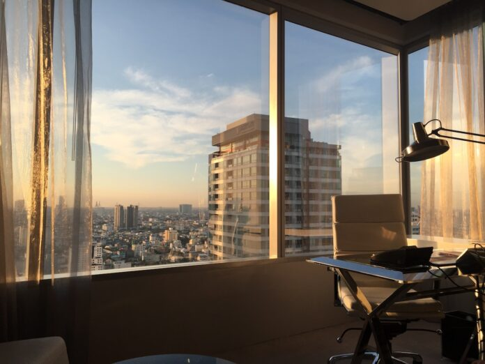 Wow city view with desk