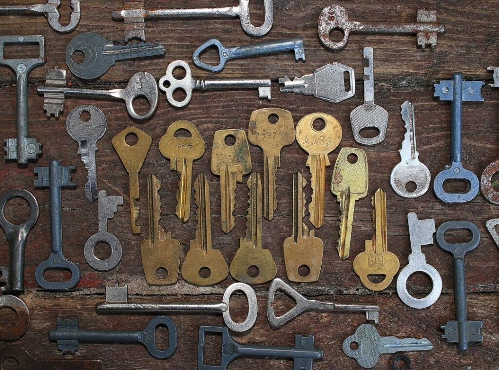 picture of old and new keys